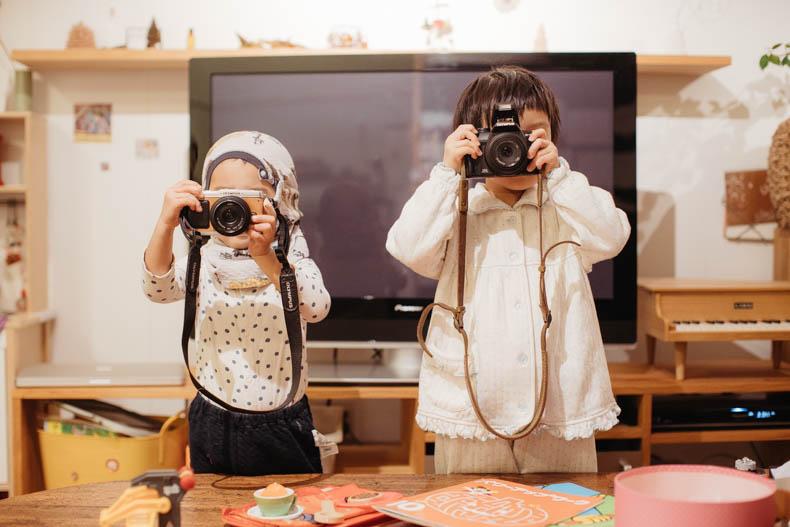 0111blog 12 - カメラで撮影していくヒカリとキョ