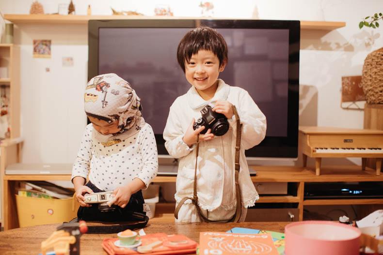 0111blog 16 - カメラで撮影していくヒカリとキョ