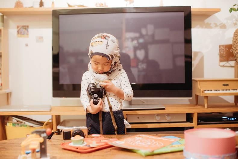 0111blog 6 - カメラで撮影していくヒカリとキョ